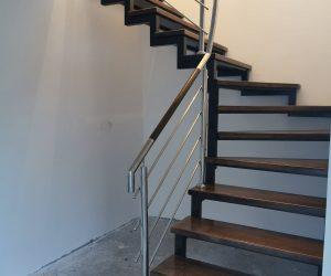 Scara cu structura de metal, trepte fag si balustrada inox Ibanesti 25.08.2019